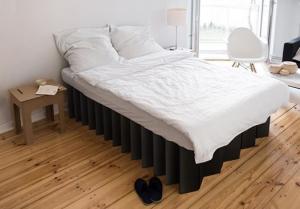 Bett aus Pappe von